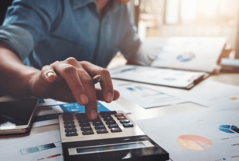 How do you calculate interest on late payments?